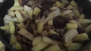 Правильно жаренные грибы с картошкой - готовы - пробуем - говорю Сибирские секреты как готовить