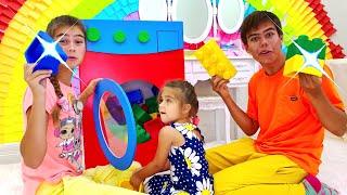 Nastya và Artem đang chơi với Mia