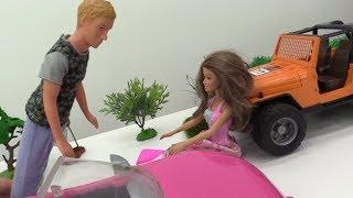 Кен чинит машину Терезе! Видео для девочек с Барби