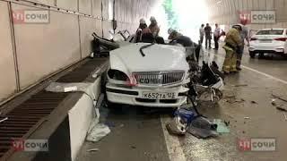 В Сочи ГАЗ разорвало на части в результате ДТП, есть пострадавшие