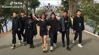 Street style cool ngầu cực chất của giới trẻ Việt Nam hiện nay