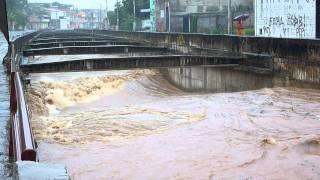 Ribeirão Arrudas e Córrego do Ferrugem - Chuvas 26/11/2011