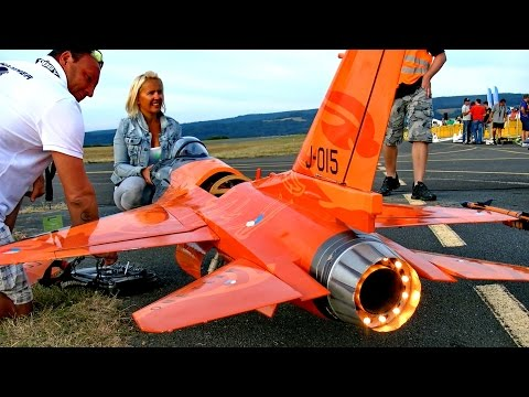 "F-16 COBRA GIANT RC SCALE MODEL JET FLIGHT DEMO ""DISPLAY PILOT BY IQ-HAMMER"" / Bayreuth 2016"