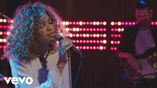 Izzy Bizu - Izzy Bizu performs 'White Tiger' - BRITs 2016 Critics' Choice Sessions
