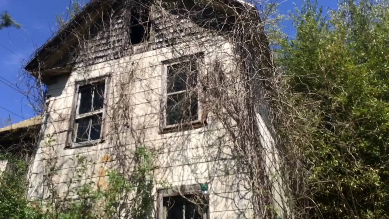 Exploring A Creepy Old Abandoned House In Southern New