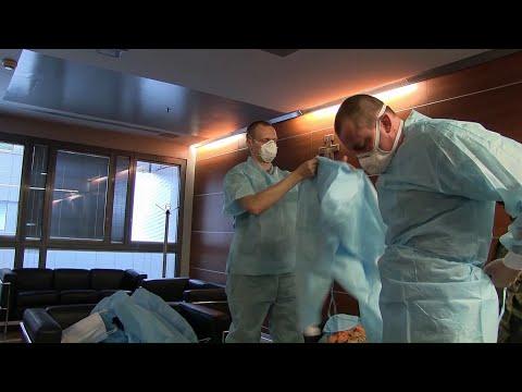 Подготовка российских и итальянских врачей к приему пациентов в полевом госпитале Бергамо