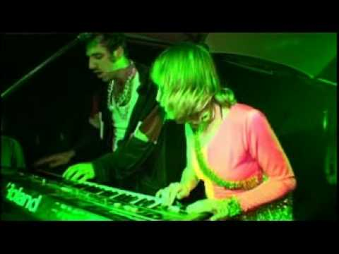 Gonzales (with Feist) live at Trash