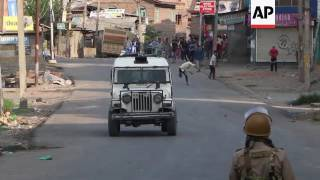 Fierce clashes as violence continues in Kashmir