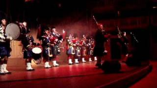 Highland Cathedral-Red Hot Chilli Pipers & Wallace pipes and drums concert