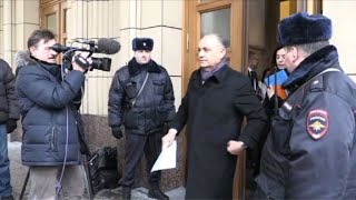 Les diplomates quittent le ministère après le briefing
