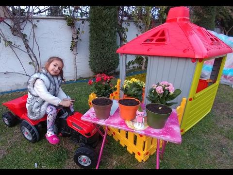 elifin çitli oyun evi balkonuna çiçek ektik   eğlenceli çocuk videosu