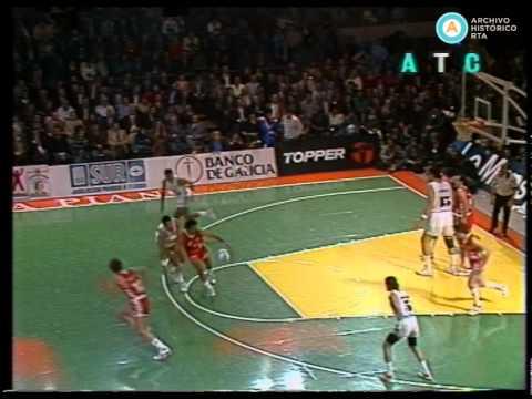 Menem juega al básquet de la solidaridad, 1989