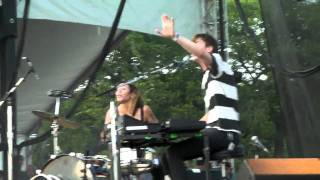 Matt & Kim - Oh Baby You Got What I Need (Cover) - Lollapalooza 2010 - Full