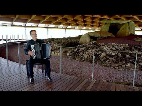 A aventura de música e patrimonio de Fernando Fraga leva a Vivaldi ata a Catedral do Megalitismo