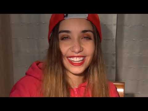 Maria Becerra REACCIONANDO A MIS FOTOS ANTIGUAS Maria Becerra