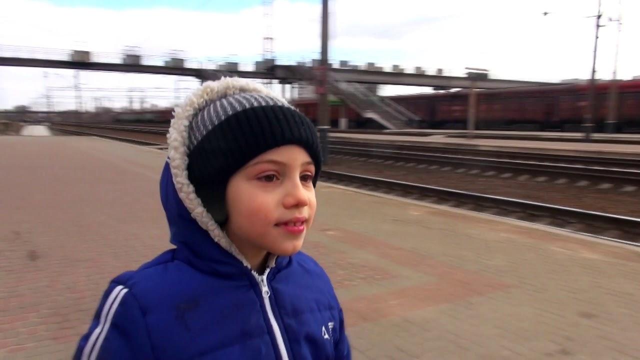 Встречаем поезд Хюндай и товарный состав, электровоз ВЛ11-641