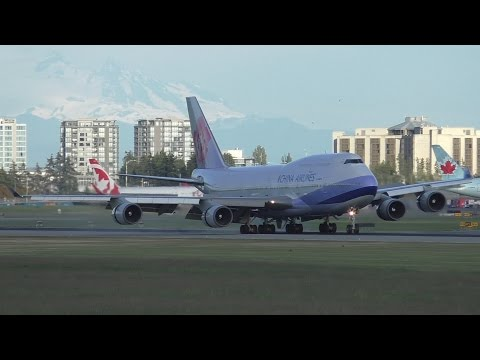 China Airlines 747-409 [B-18215] Bumpy Evening Landing at Vancouver Airport ᴴᴰ