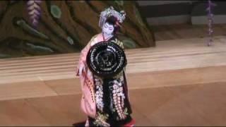 日本舞踊でよく知られている藤娘。 This dance is traditional Japanese...