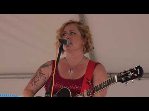 Jessica Lynne - Standing Outside The Fire (Garth Brooks Cover) [live]