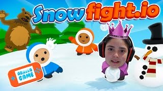 Guerra de Bolas de Nieve en Snow Fight io Me Ataca un Oso Pardo Abrelo Game Juegos Online