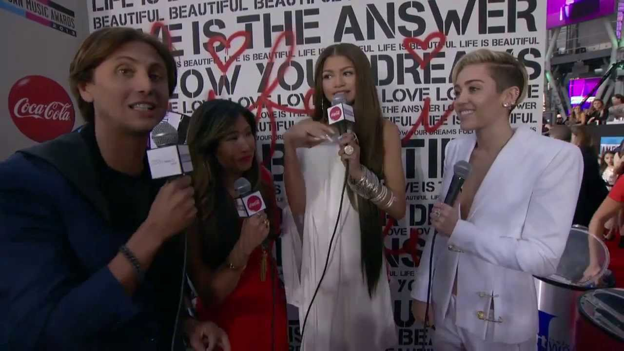 Download Miley Cyrus Red Carpet Interview - AMAs 2013
