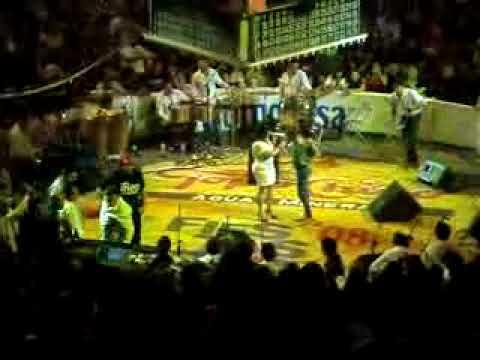Jenni Rivera En Mexicali  Le Baila Una Fan a Juan Rivera