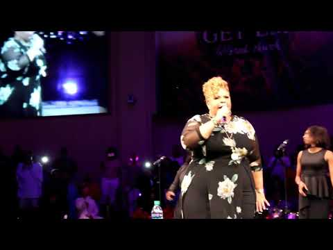 Tamela Mann SINGING LIVE