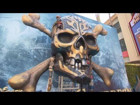 Cast of 'Pirates of the Caribbean: Dead Men Tell No Tales' walk the 'ocean ...