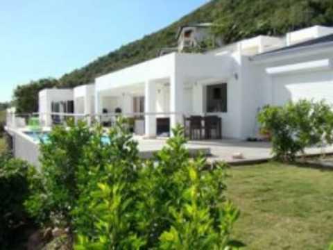 Villa moderne et design avec belle vue mer youtube for Belles villas modernes