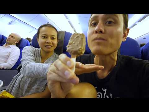 Singapore Airlines FOOD REVIEW - Singapore to Bangkok | Singapore Changi Airport Tour!
