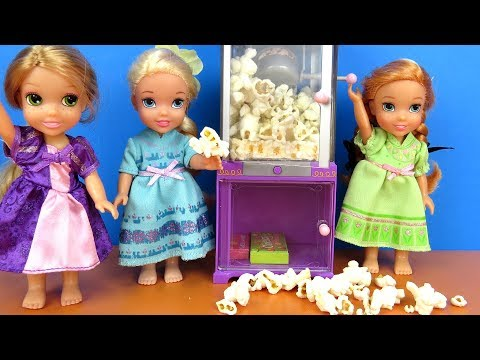 Sleepover ! Elsa and Anna toddlers  Popcorn  Rapunzel  movie  pizza