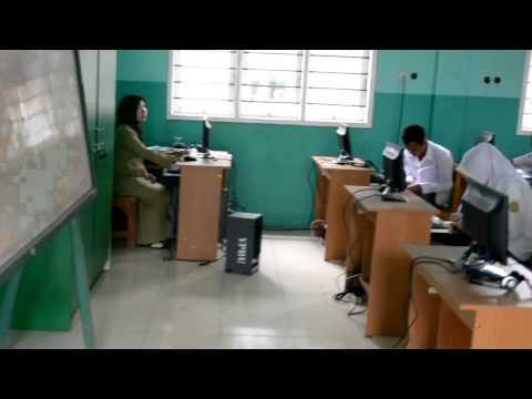 Kegiatan Belajar Mengajar di Lab Bahasa Hudaatul Umam
