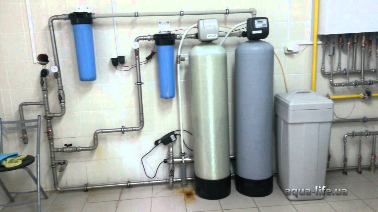 Как удалить из воды неприятный запах и черные мелкие частички