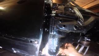 №9. Ремонт W124. Обработка шва порога и лонжерона герметиком.(Как происходит реставрация и ремонт С124 300СЕ. http://www.drive2.ru/r/mercedes/692226/, 2014-01-31T22:39:17.000Z)
