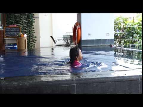 Berenang Di Kolam renang Hotel Grand Aston Jogjakarta