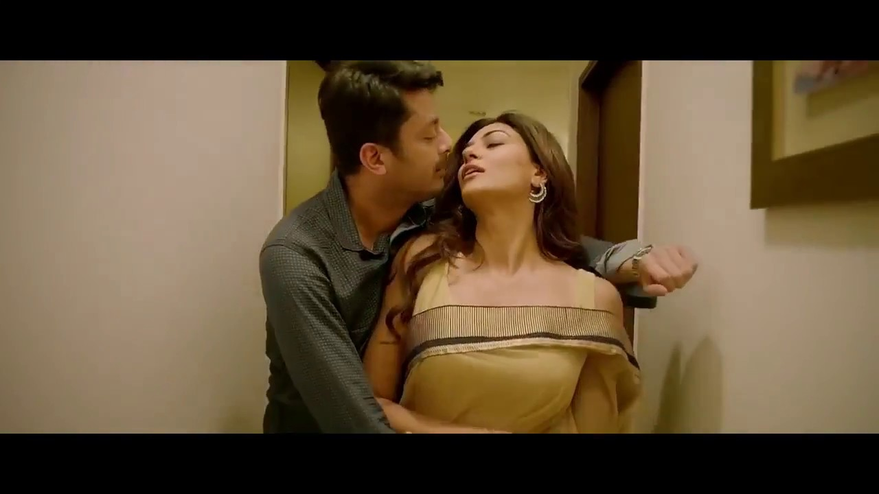 Download Sushmita Sen Hot unseen   Kissing and Bed scene  - HD video