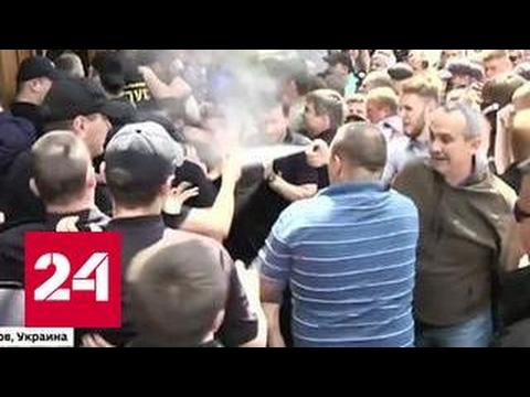 Украинские боевики штурмуют здания органов власти