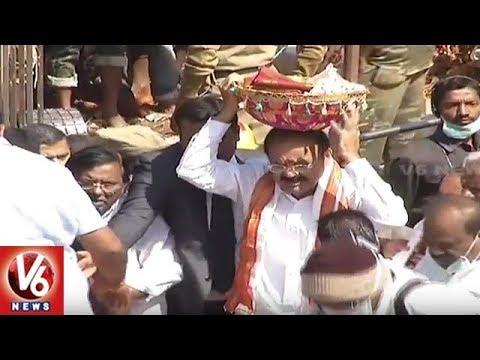 Vice President Venkaiah Naidu Offers Special Prayers At Medaram Sammakka Sarakka Jatara | V6 News