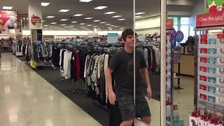 Когда стало скучно ждать девушку в супермаркете. Прикол!
