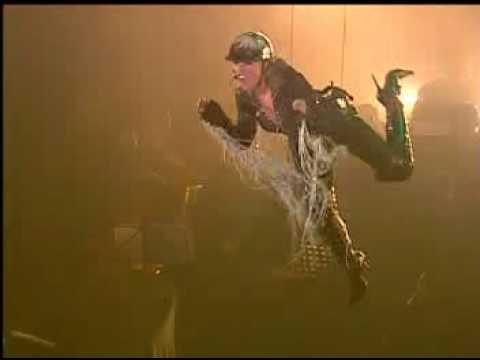 Gülben Ergen UÇTUĞU performansı jenfr lopez'n dansçlılarıyla indir