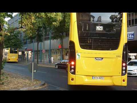 Linie M29 trötet sich am Hermannplatz den Weg frei