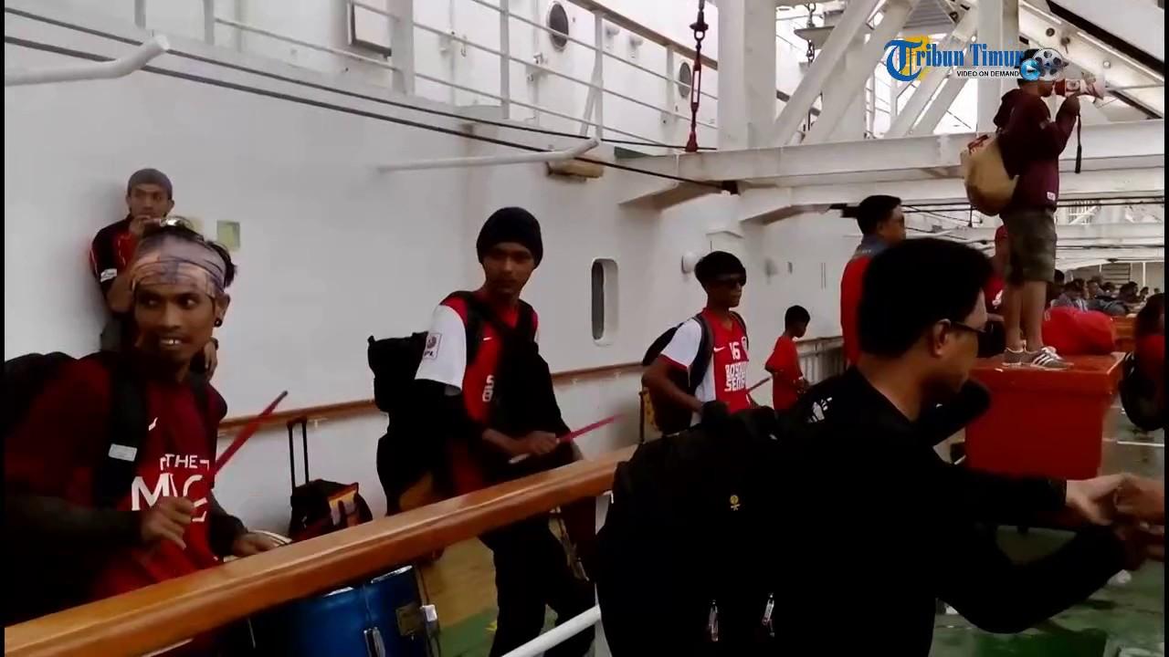 The Macz Man Bernyanyi Saat Tiba di Pelabuhan Balikpapan