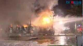 LKW brennt auf Raststätte: Großalarm