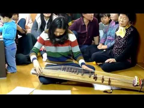 Lovely Gayageum(Korean string instrument) Performance at Seoul