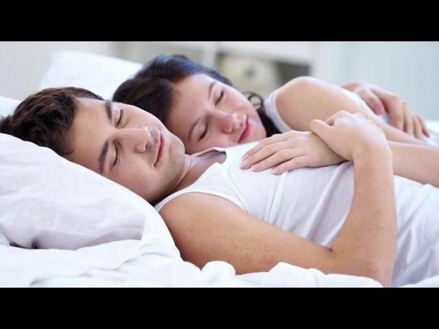 Tidur Berpelukan, ini 5 manfaat tidur berpelukan | Versi Nganjuk TV