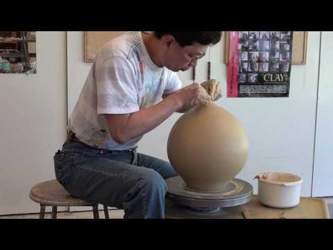 2. Throwing a Large Closed Form / Vase with Hsin-Chuen Lin
