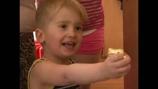 德国慈善机构为贫困家庭的小朋友送去复活节礼物