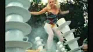Смотреть клип Gwen Stefani - Don'T Get It Twisted