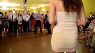 Под юбкой на свадьбе