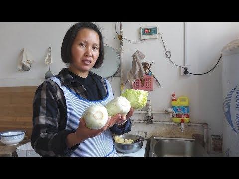 白菜这种吃法很新颖,一切一拌,农村妈妈做出美味泡菜